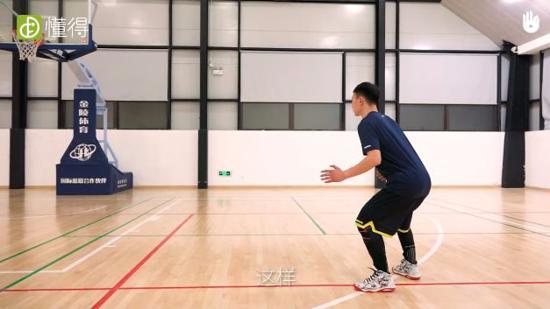 篮球基本动作训练Ⅰ:篮球基本站立姿势