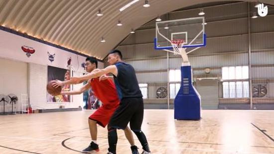 篮球基本动作教学Ⅲ:接球技巧