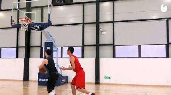 篮球上篮教学Ⅱ:三步上篮的步伐