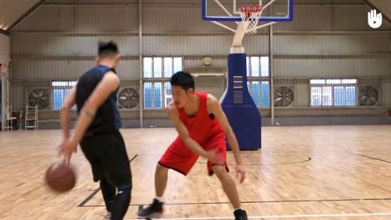 篮球运球Ⅵ:背后交叉运球