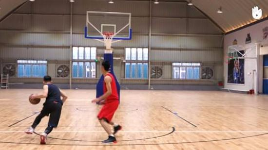 篮球运球Ⅲ:原地持球与运球突破
