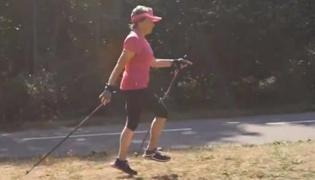 北欧式健走训练Ⅱ:跳步走练习