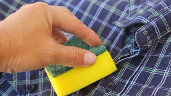 衣服上的胶印怎么去除