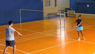 提高羽毛球技术Ⅳ:羽毛球发球练习