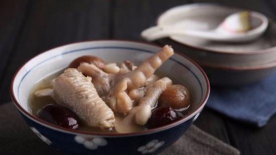 红枣花生煲鸡爪的做法