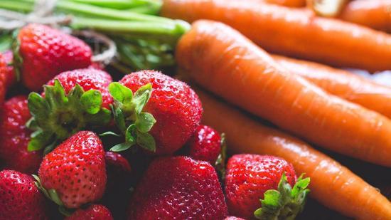 胡萝卜草莓汁的做法