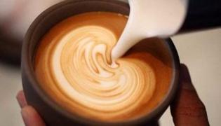 咖啡拉花:小丑
