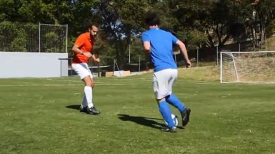 足球传球技巧Ⅳ:踩单车动作