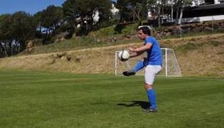 足球控球技巧Ⅱ:控制空中传球
