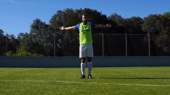 足球赛前热身Ⅰ:踢足球前的肌肉热身运动