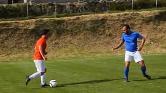 足球防守技巧:足球防守
