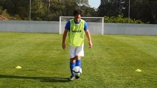 如何提高足球技巧Ⅳ:如何用脚颠球