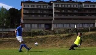 足球射门动作要领Ⅴ:怎么挑球