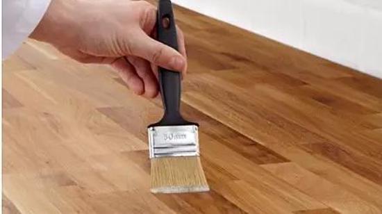 循环利用资源:木板上漆