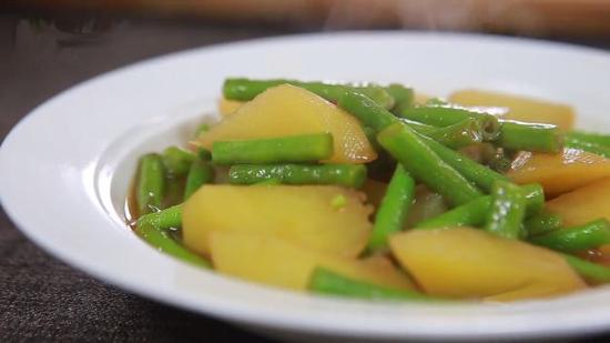 土豆炖豆角的做法