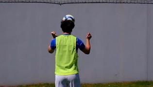 如何提高足球技巧Ⅱ:头球练习