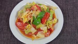 卷心菜炒西红柿的做法