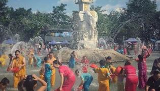 傣族泼水节的来历是什么