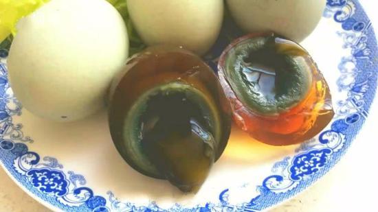 松花蛋和什么不能同吃