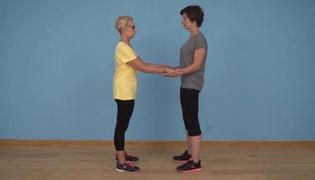 老年人平衡性练习Ⅸ:脚尖站立(双人篇)