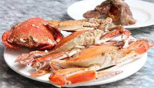 螃蟹和牛肉能一起吃吗