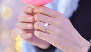 订婚戒指带哪个手指