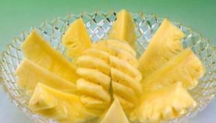 菠萝可以和玉米一起吃吗