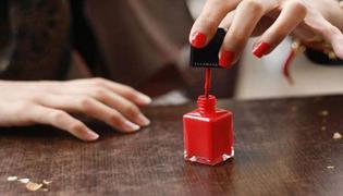指甲油是用什么做的