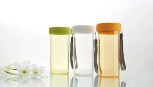 塑料杯子喝热水有害吗