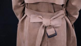 大衣的蝴蝶结怎么打