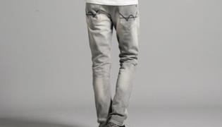灰色裤子配什么上衣