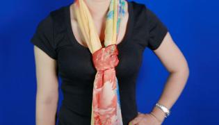 絲巾的系法圖解