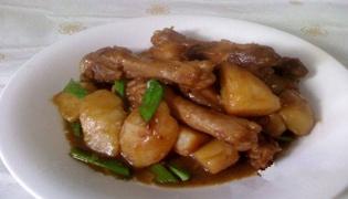 鸭翅根土豆煲的做法