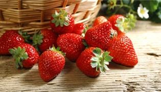 脆巧草莓怎么做