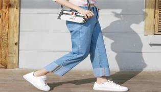 牛仔裤卷边的方法是什么