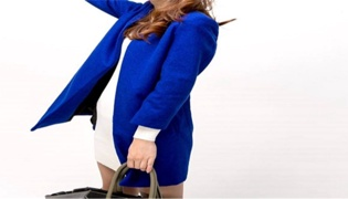 蓝色大衣怎么搭配衣服
