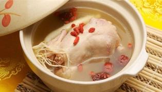 做鸡汤的鸡肉需要先炒吗