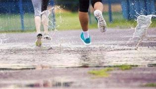 下雨天可以在室外跑步嗎