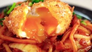 鸡蛋培根泡菜面的做法