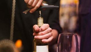 红酒用开瓶器怎么开