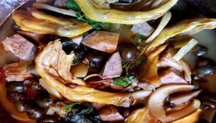 柳州鸭脚螺蛳煲的做法