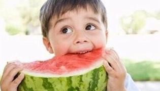 宝宝衣服上的水果渍怎么洗掉