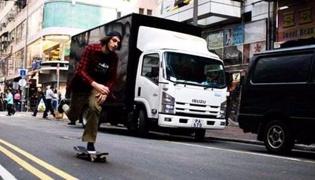 滑板教学Ⅵ:通过调整重心转弯
