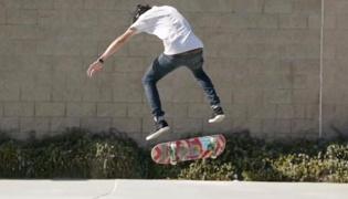 滑板教学XV:横向180度滑板转板