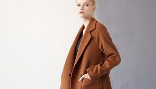 焦糖色大衣怎么搭才洋氣