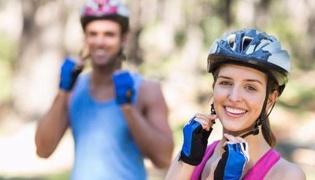 骑行前的准备:头盔正确戴法