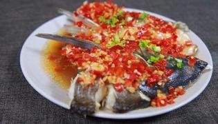 剁椒鱼头怎么做,剁椒鱼头的做法