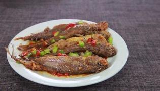 蒜燒小黃魚的做法