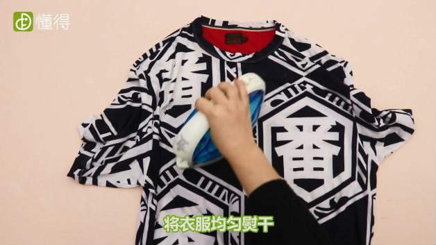 衣服阴干有臭味怎么办-将熨斗调到低档位然后将衣服均匀熨干