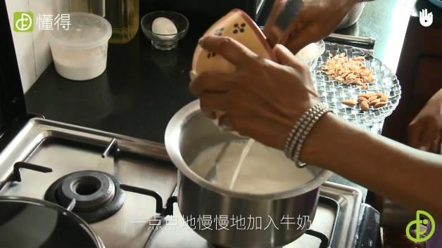 印度米布丁的做法-牛奶和米粉混匀用小火煮
